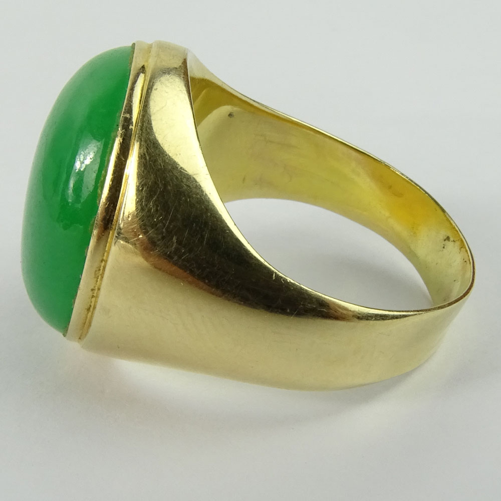 Men's Vintage Cabochon Jade and 14 Karat Yellow Gold Ring.