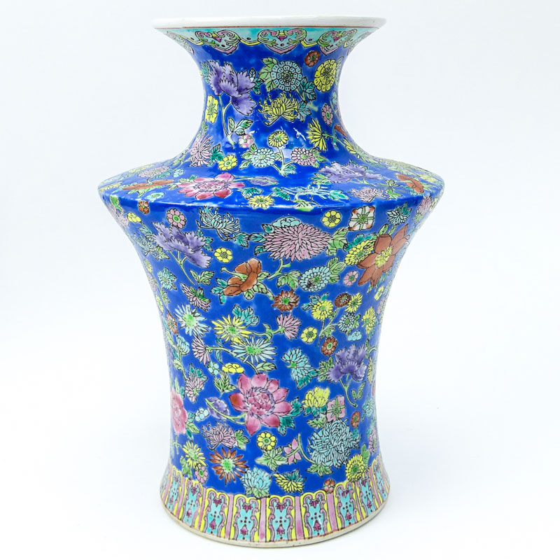 Chinese Export Chrysanthemum Porcelain Vase.