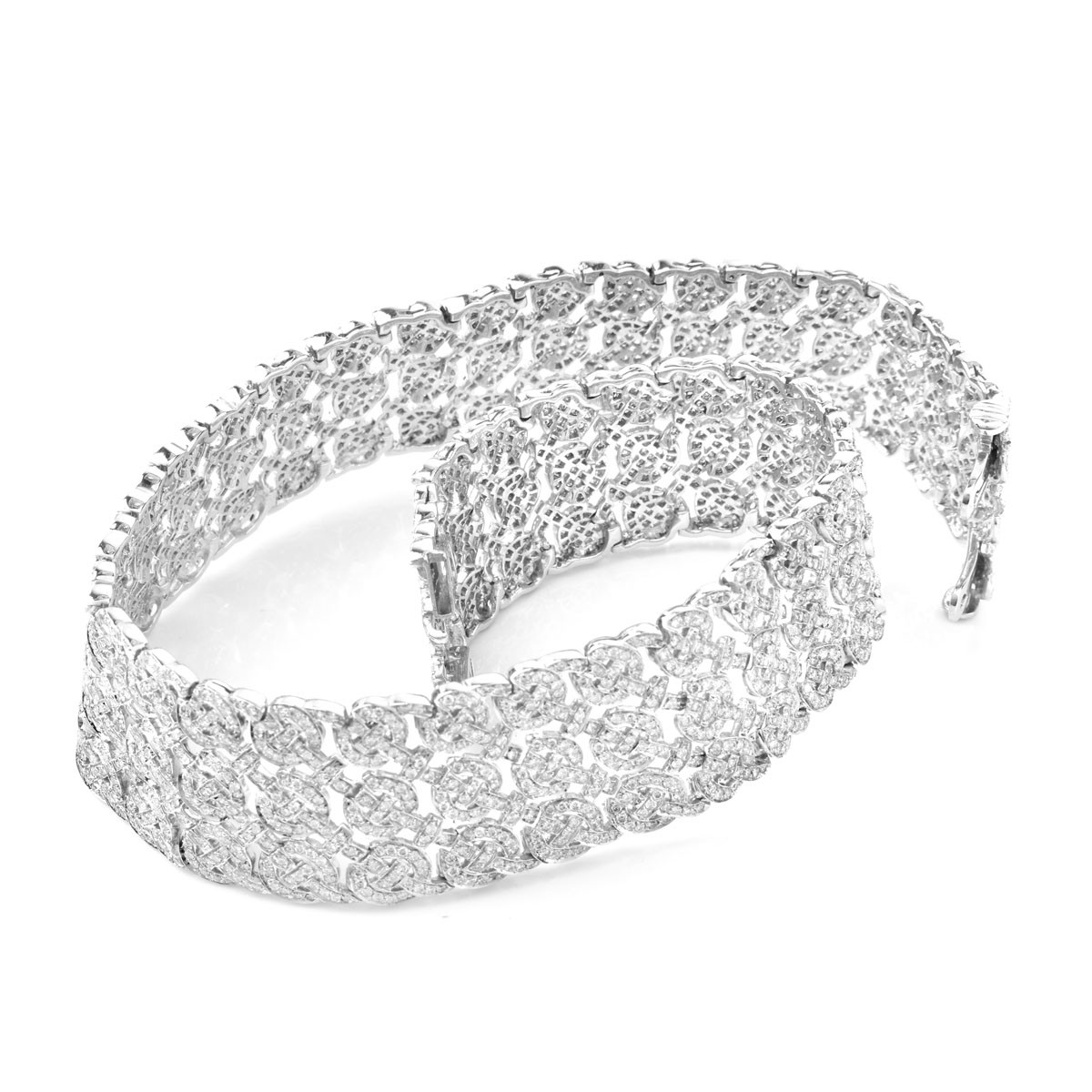 Fine Quality Approx. 22.0 Carat Pave Set Round Brilliant Cut Diamond and 18 Karat White Gold Choker Necklace.
