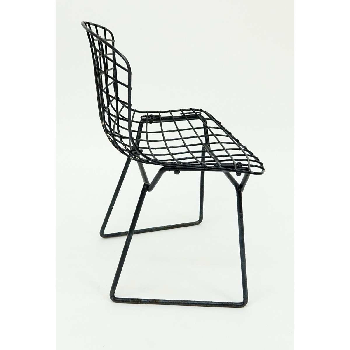 Mid Century Modern Knoll Bertoia Child's Side Chair. Some rubbing and rust to surface. Measures 20""